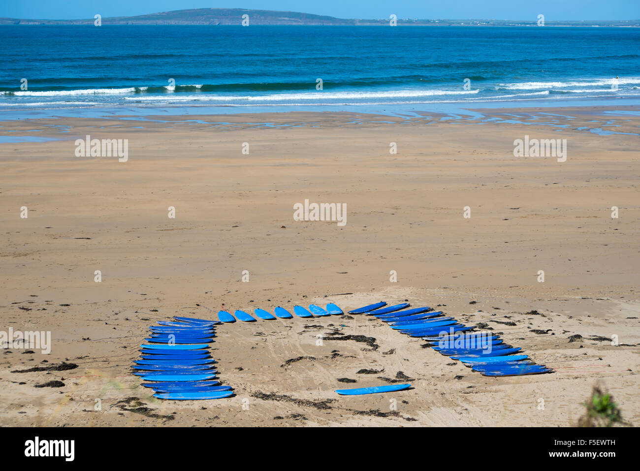 surf boards on the beach in ballybunion ready for a surf schools lessons - Stock Image