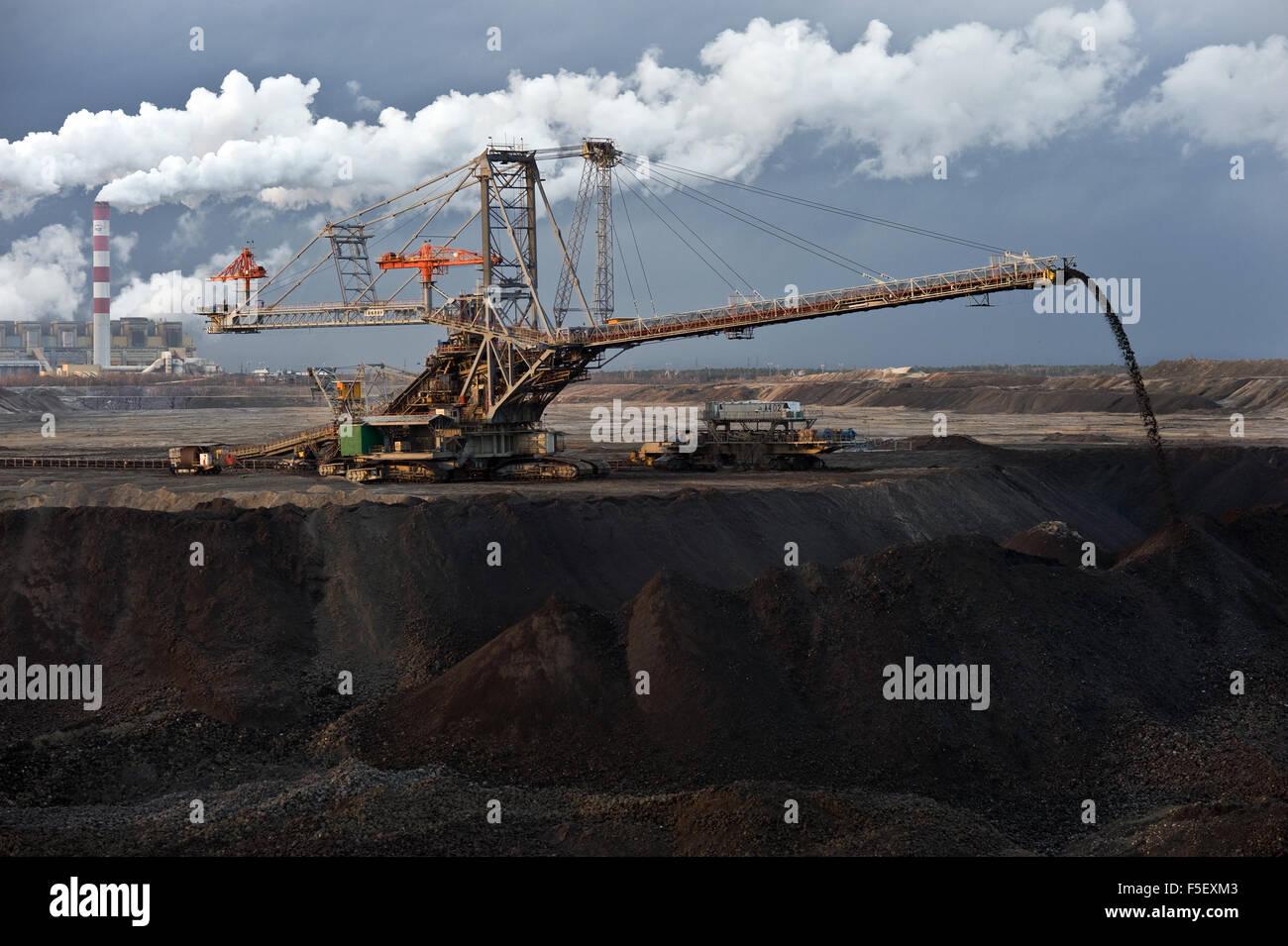 Industrial machine (spreader) at work in Belchatow open-pit coal mine. - Stock Image