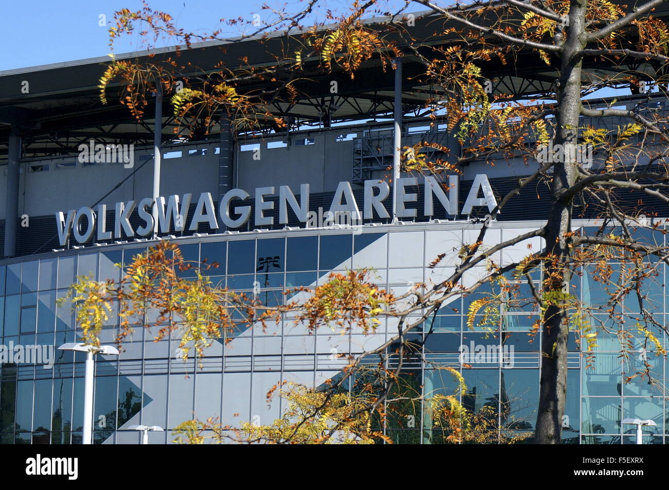 Wolfsburg, Germany. 01st Oct, 2015. The facade of the Volkswagen Arena on a street behind an autumn tree in Wolfsburg, - Stock Image