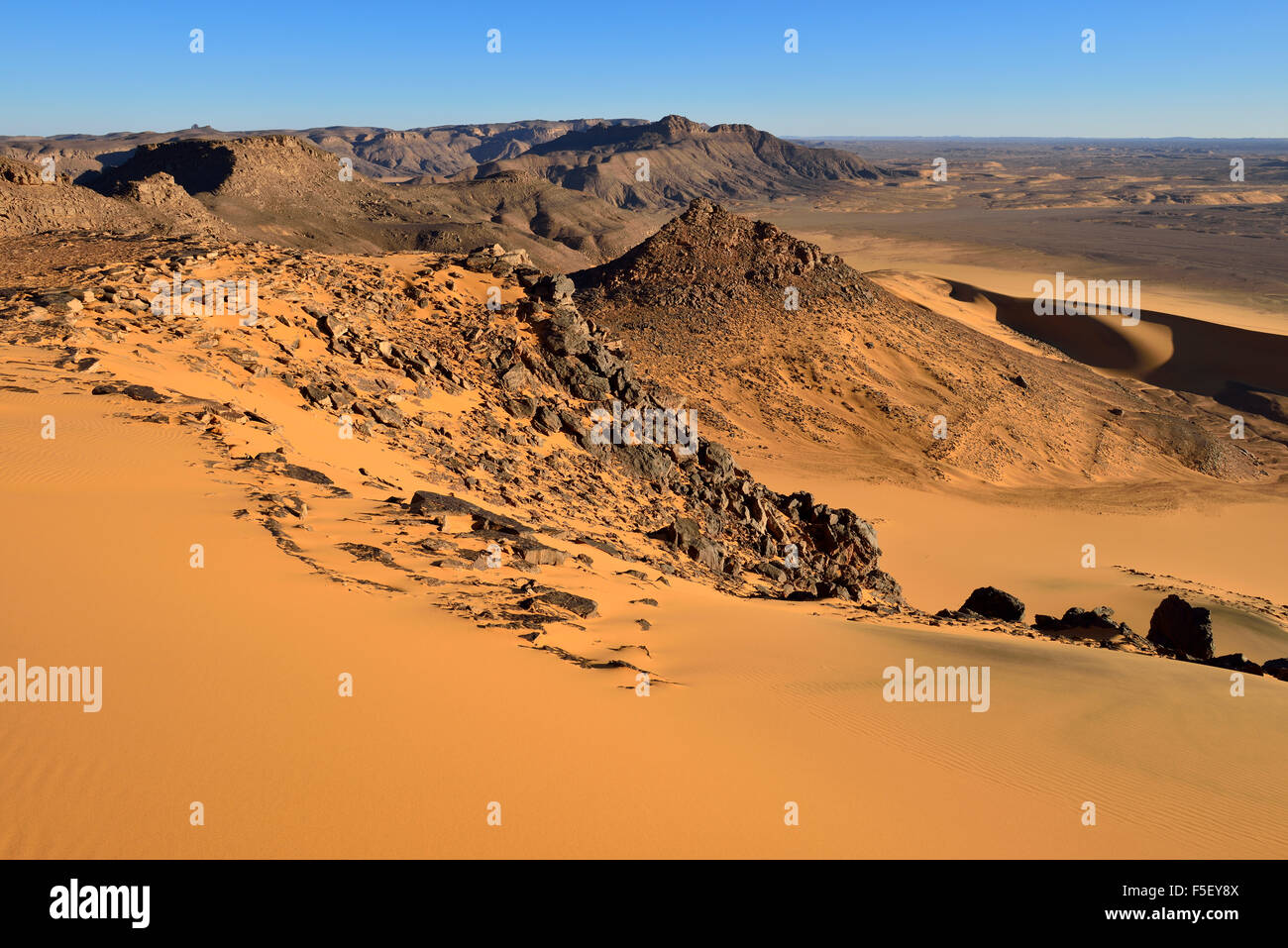 Western escarpment of Tadrart plateau, Tassili N´Ajjer National Park, Unesco World Heritage Site, Algeria, - Stock Image