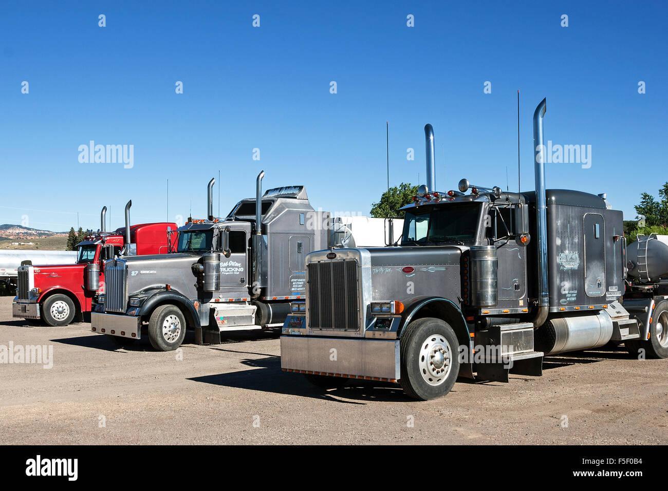 American trucks, Kenworth and Peterbilt, in parking lot, Arizona, USA - Stock Image