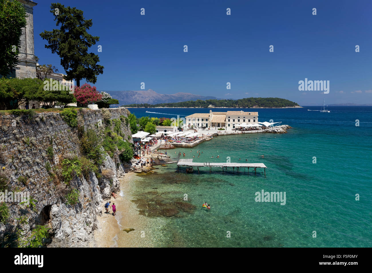 Faliraki bath with En Plo café and restaurant, Vido Island or Ptichia, Kerkyra historic centre, Corfu town - Stock Image