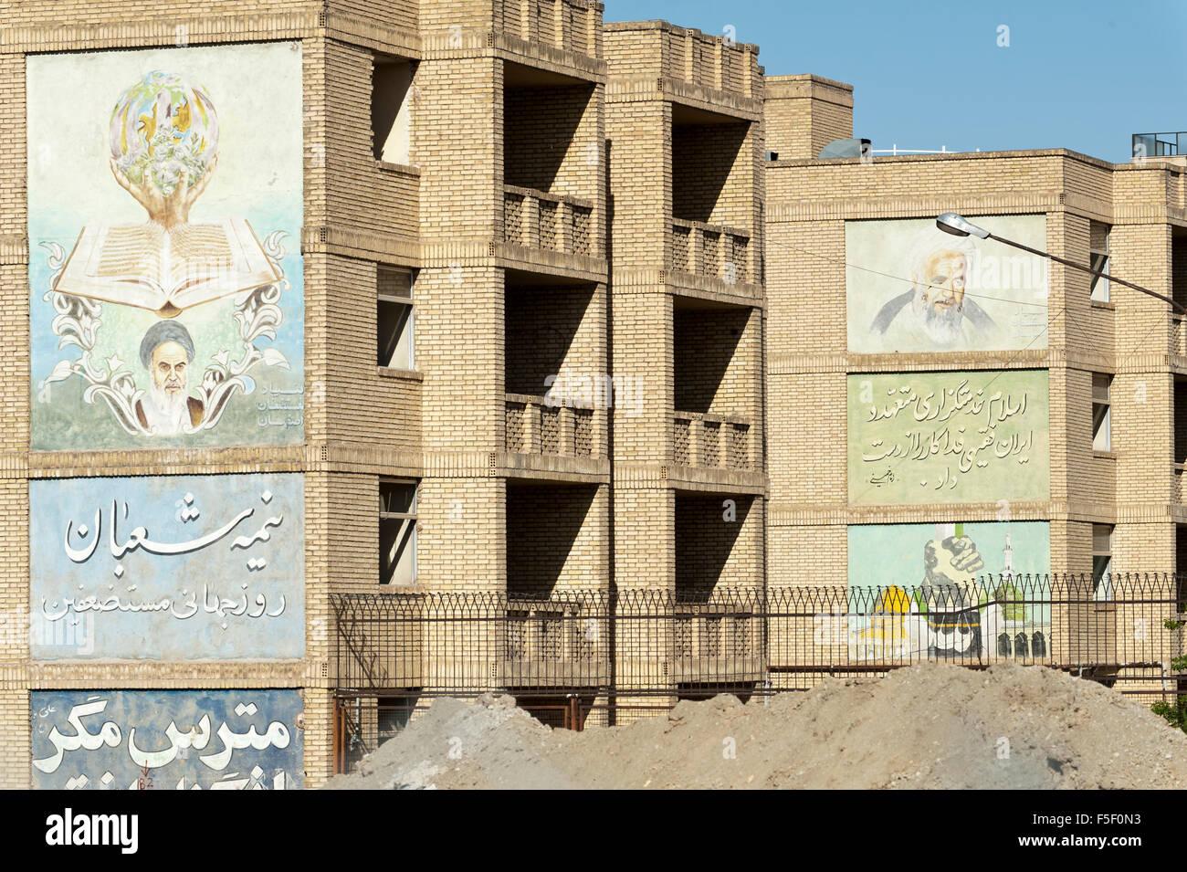 Mural, propaganda on school, Ayatollah Khomeini, Isfahan, Iran - Stock Image