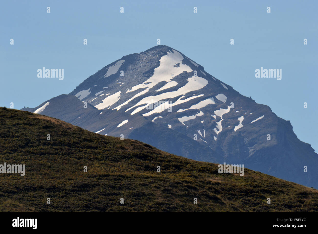Summer snow coverage of Mount Aspiring, South Island, New Zealand - Stock Image
