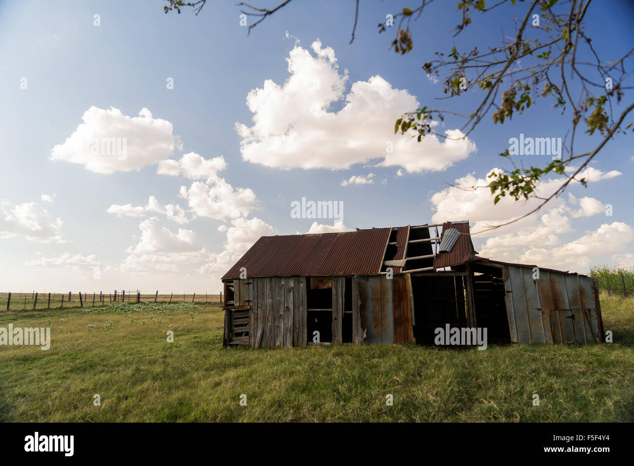 A wooden barn in disrepair - Stock Image