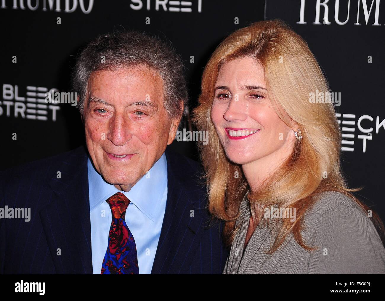 New York, NY, USA. 3rd Nov, 2015. Tony Bennett, Susan Crow at arrivals for TRUMBO Premiere, Museum of Modern Art - Stock Image
