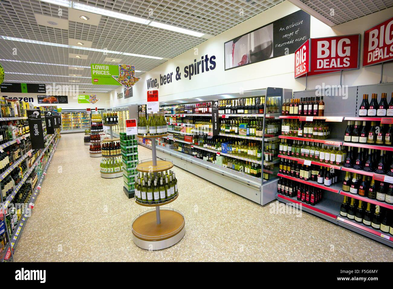 Supermarket aisle. Wines, beers and spirits. - Stock Image