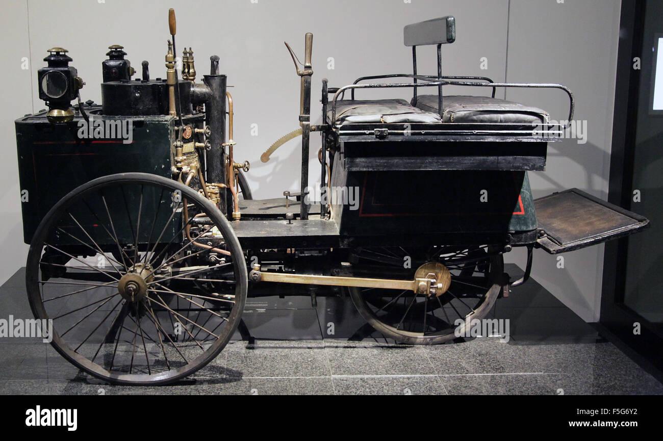 De dion motorcar 1887 twin cylinder compound steam engine speed 60 km/h - Stock Image