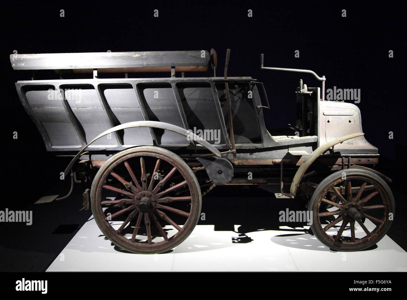 Old car daimler 6 HP 1897 twin cylinder - Stock Image