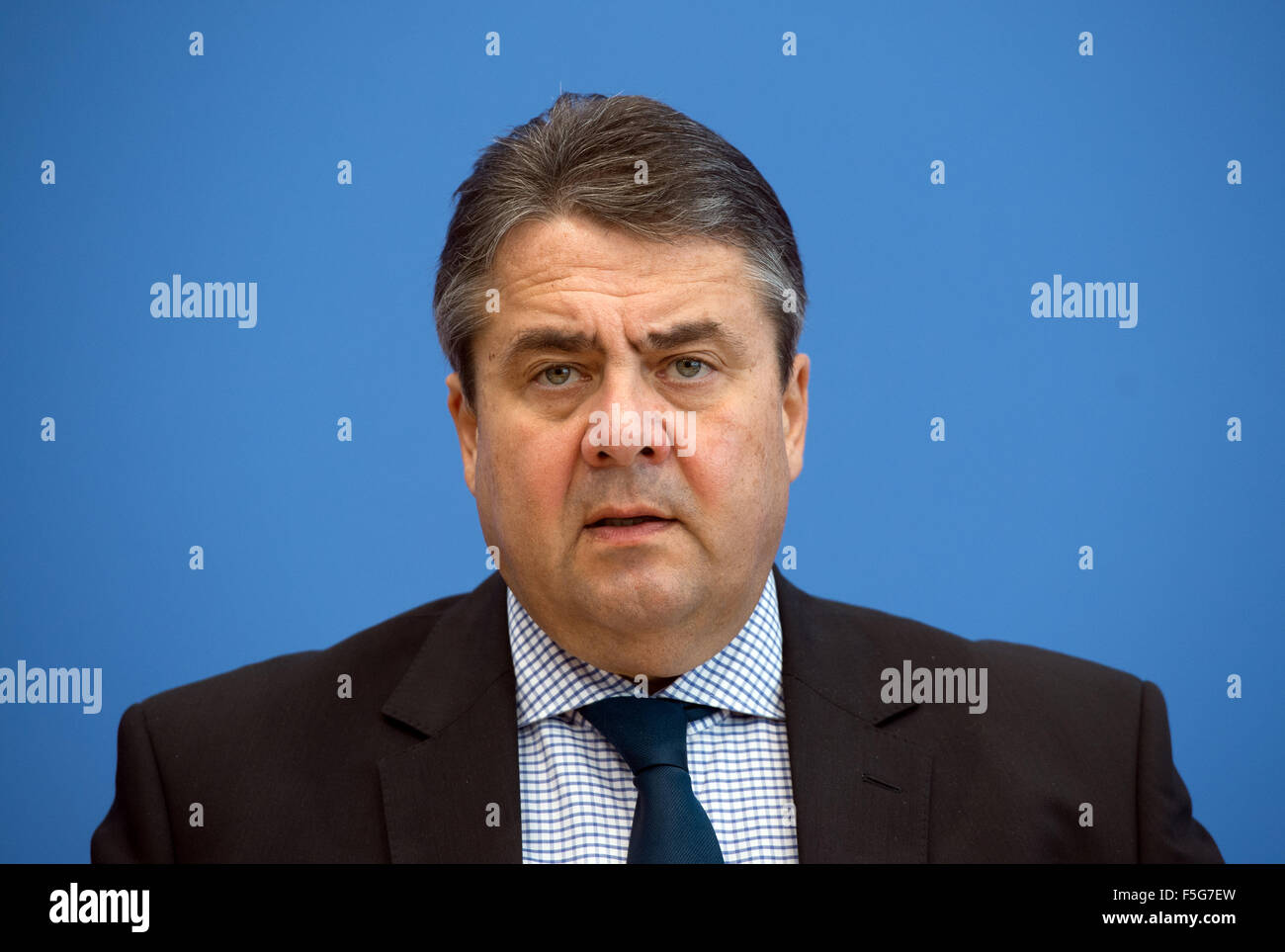 Berlin, Germany. 04th Nov, 2015. German Minister of Financial Affairs Sigmar speaks at a press conference on the - Stock Image