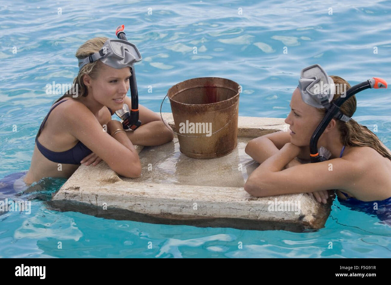 COUPLES RETREAT 2009 Universal Pictures film with Malin Akerman at left and Kristen Bell - Stock Image