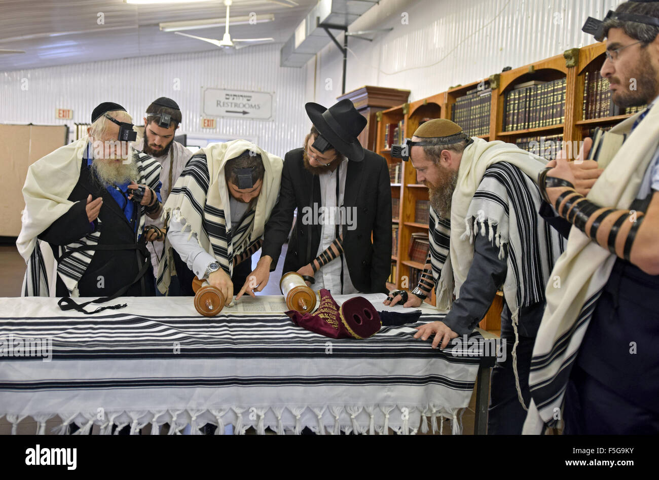 A group of religious Jewish men praying at a small synagogue in Cambria Heights, Queens, New York - Stock Image