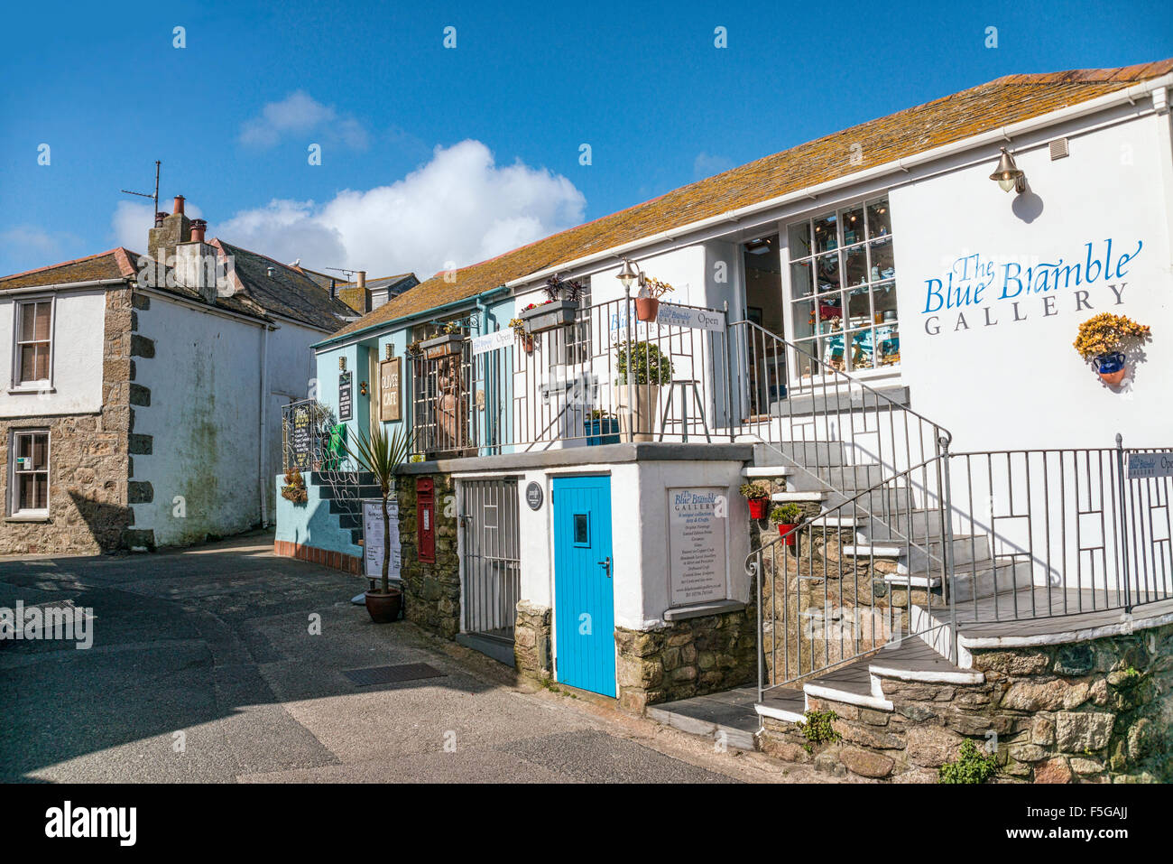 Blue Bramble Gallery at the old town of St.Ives, Cornwall, England, UK | Blue Bramble Gallery in der Altstadt von Stock Photo