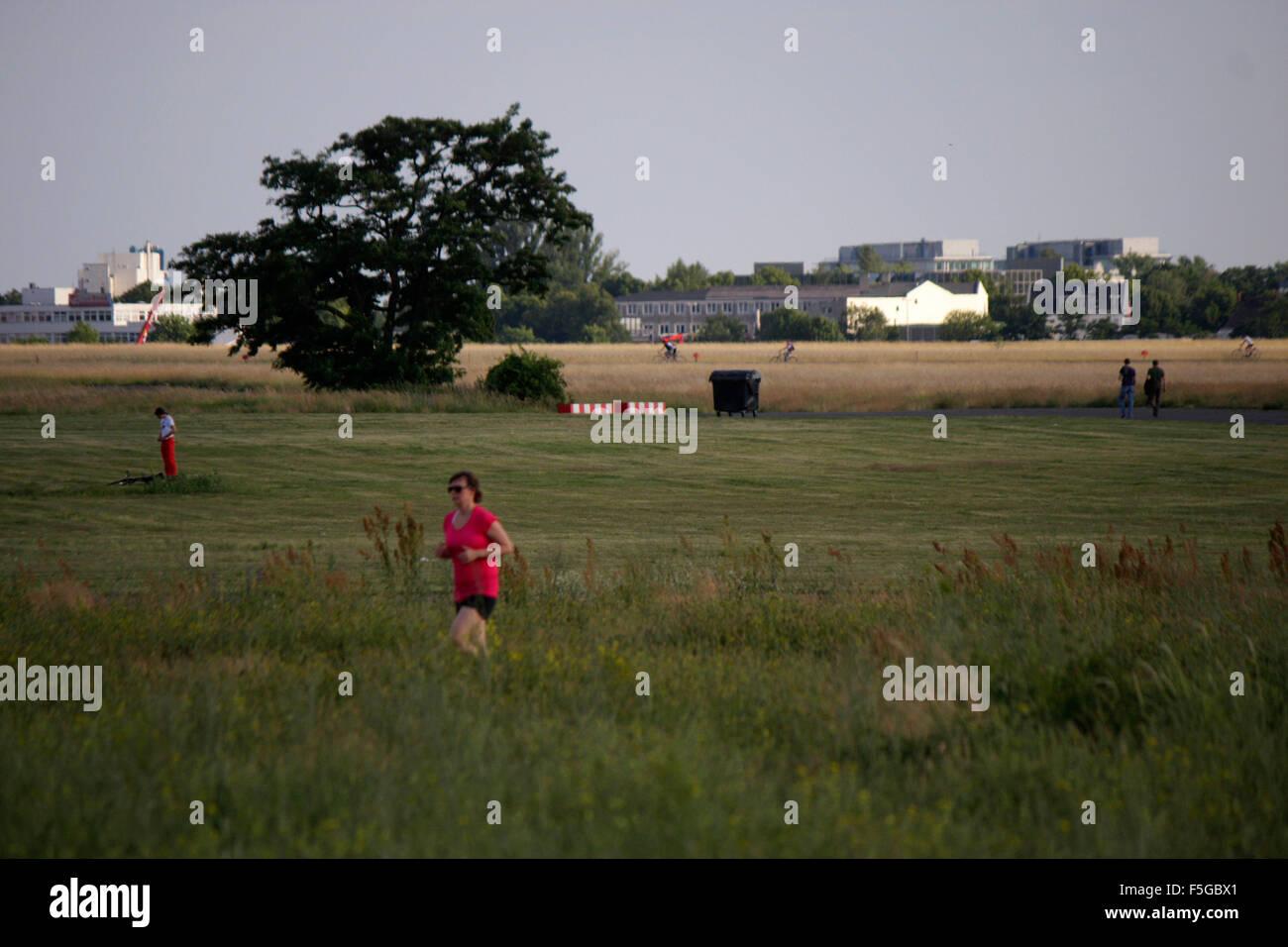 Impressionen: Tempelhofer Feld auf dem Gelaende des frueheren Flughafen Tempelhof, Berlin-Tempelhof . - Stock Image