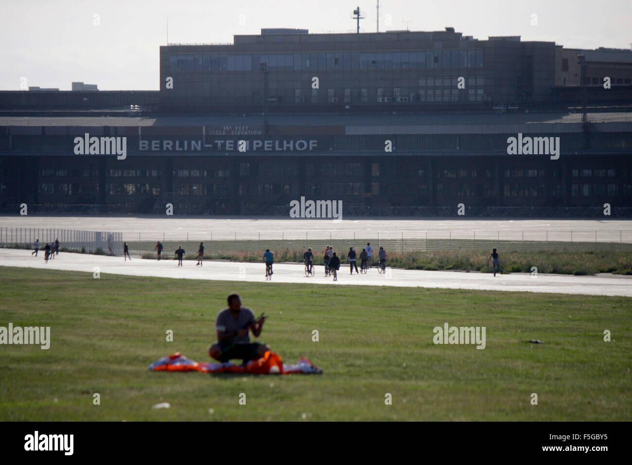 Impressionen: Tempelhofer Feld auf dem Gelaende des frueheren Flughafen Tempelhof, Berlin-Tempelhof. - Stock Image