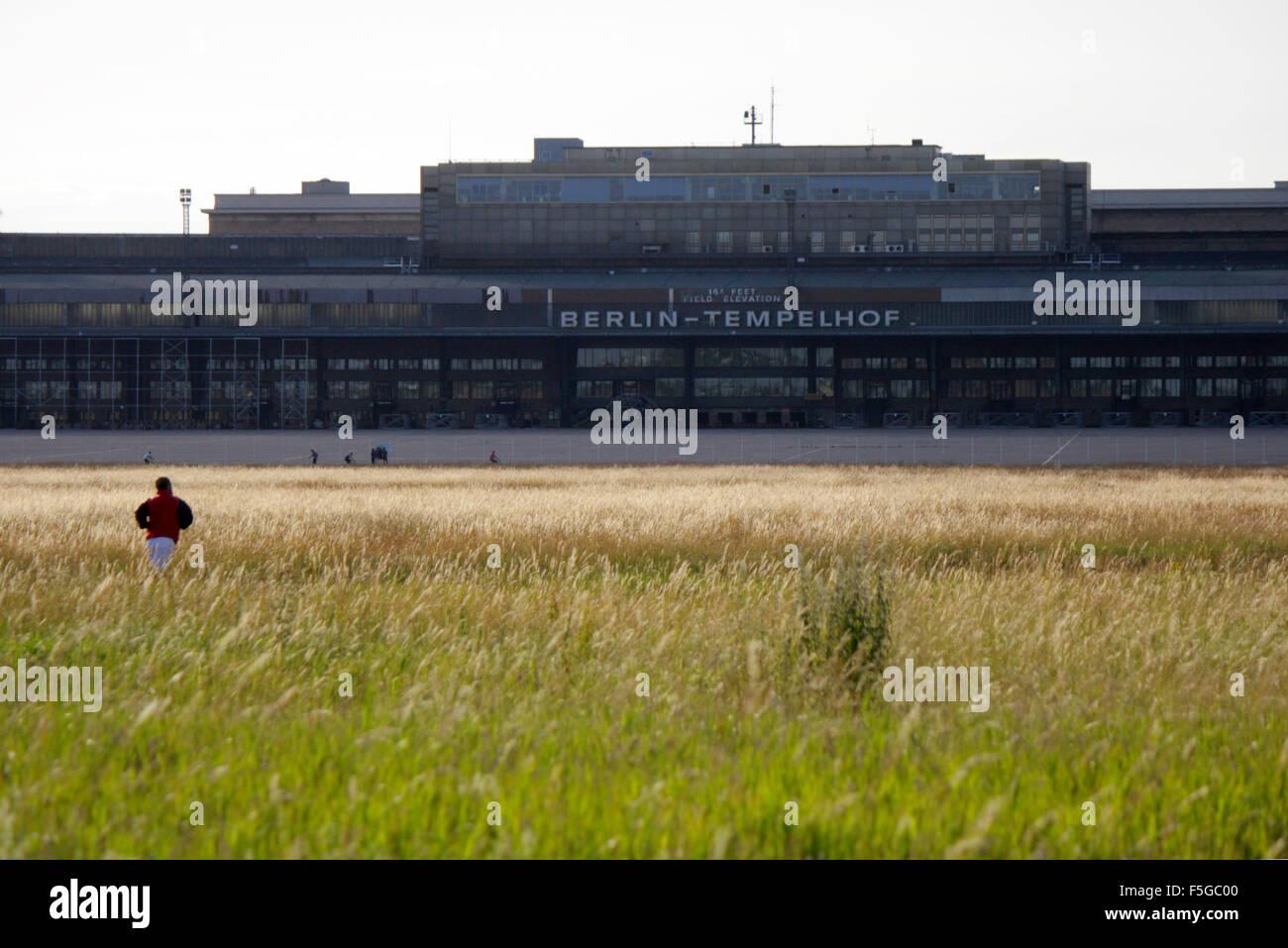 Impressionen: Tempelhofer Feld auf dem Gelaende des frueheren Flughafen Tempelhof, Berlin-Tempelhof - Stock Image