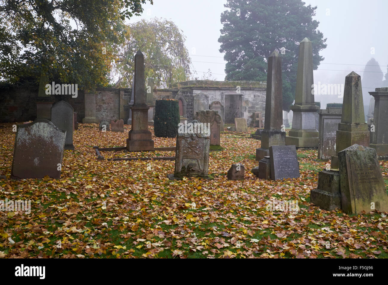 MISTY GRAVEYARD, CEMETERY, HADDINGTON, SCOTLAND, SAINT MARY'S CHURCH, EAST LOTHIAN - Stock Image