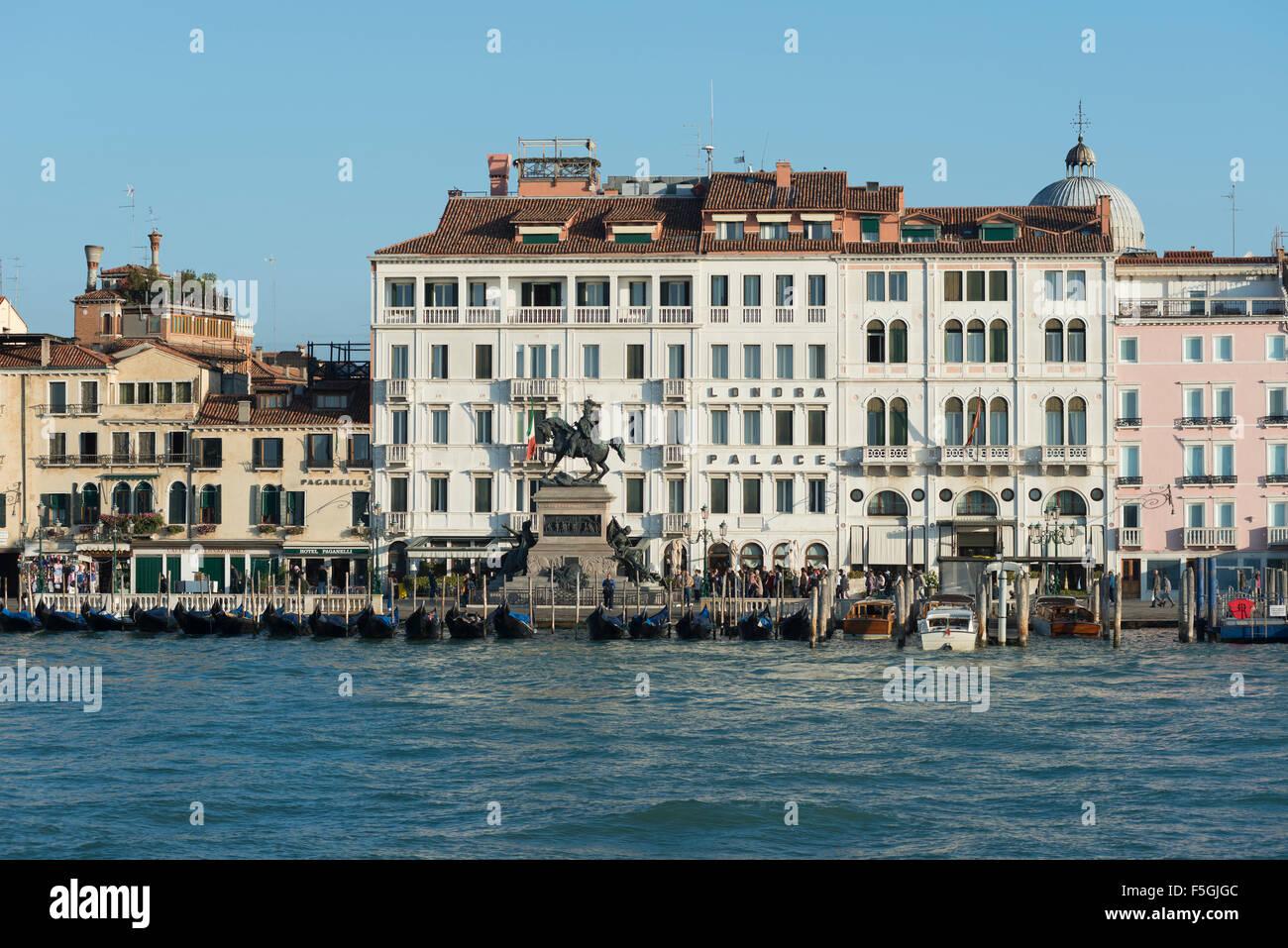 Bacino di San Marco, Riva degli Schiavoni quay and promenade, Hotel Londra Palace and Hotel Padanelli, National - Stock Image