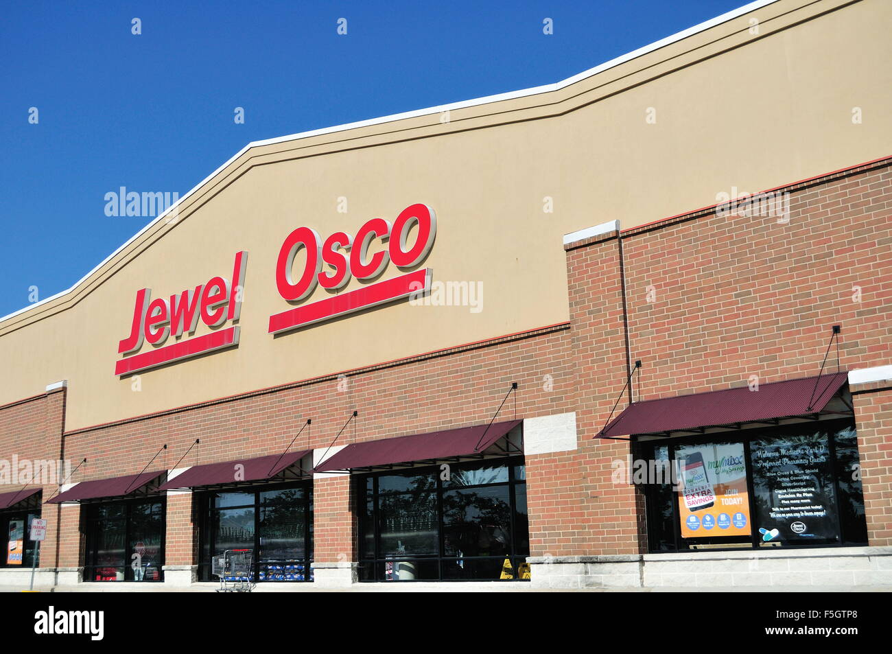 A Jewel food store store combined with an Osco Drug facility in a strip mall in South Elgin, Illinois, USA. - Stock Image