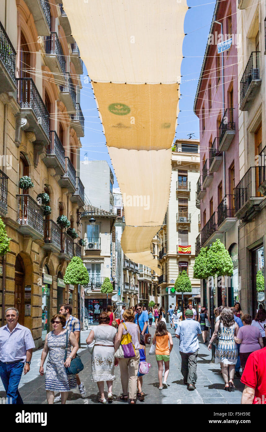Spain, Andalusia, Province of Granada, Granada, canopy shaded Calle Mesones in the pedestrians only shopping precinct - Stock Image