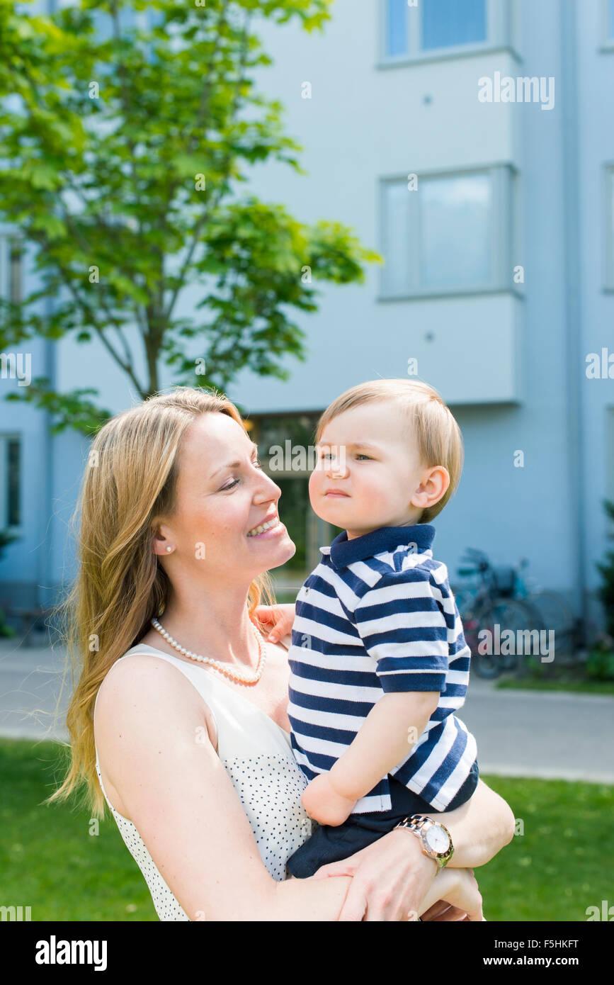 Sweden, Sodermanland, Nacka, Finnboda Hamn, Mother and baby boy (18-23 months) in park - Stock Image