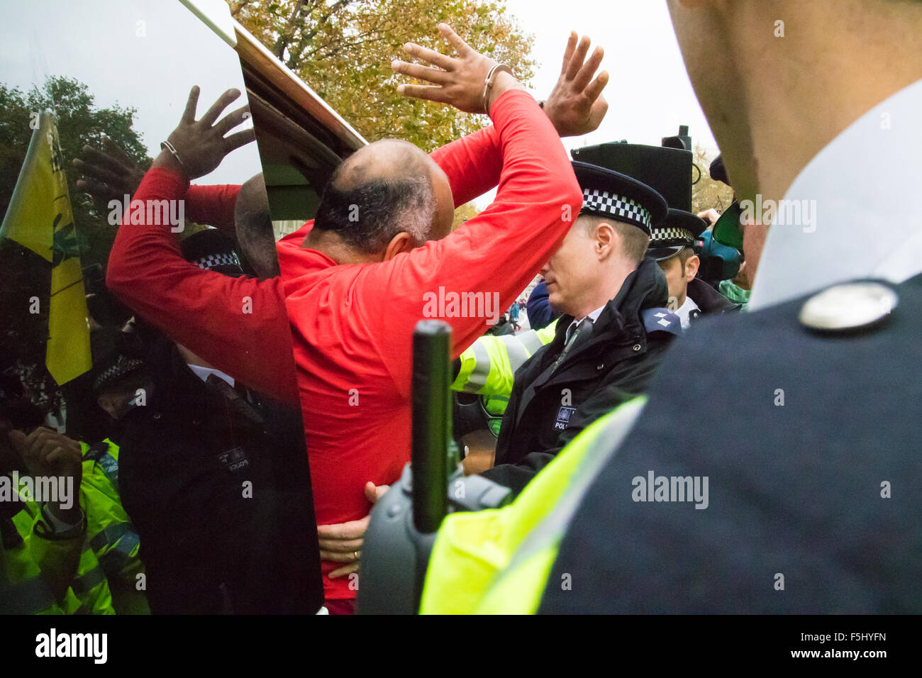 Whitehall, London, November 5th 2015. Pro Sisi demonstrators and counter protesters from UK Egyptian and human rights - Stock Image