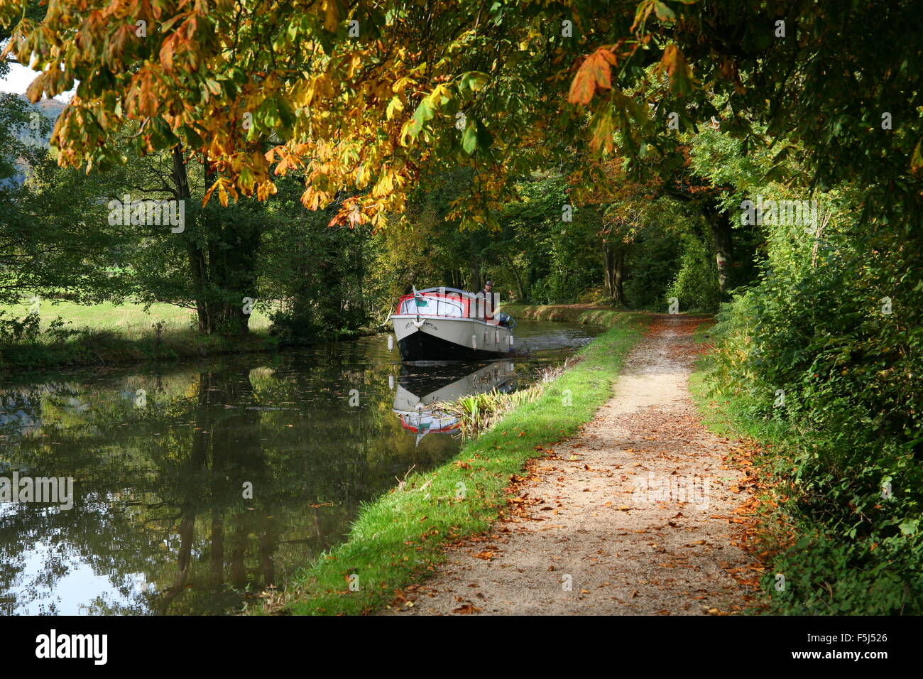 Boating on Monmouthshire and Brecon Canal in Autumn - Stock Image