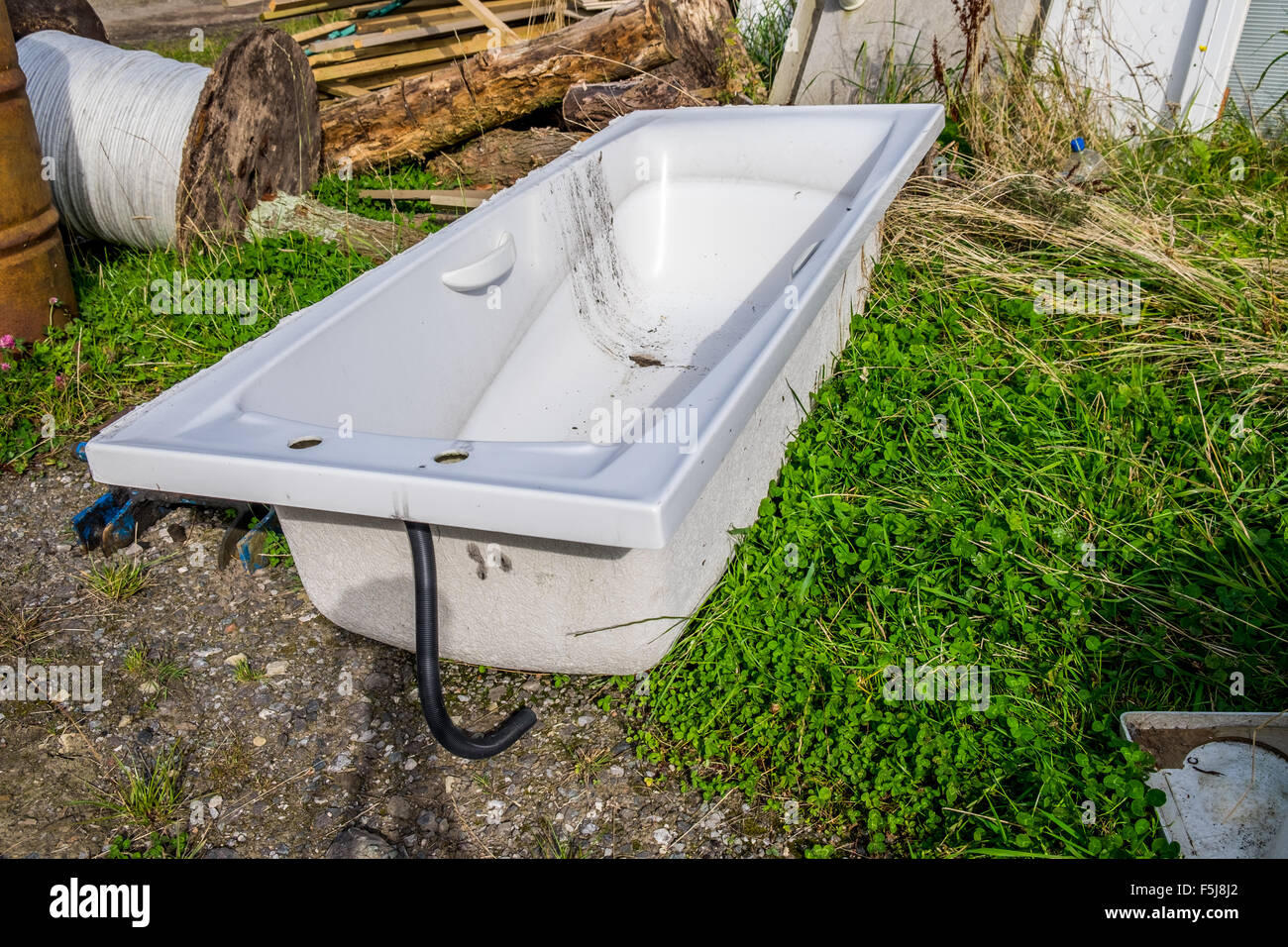 Old Bath In Field Stock Photos & Old Bath In Field Stock Images - Alamy