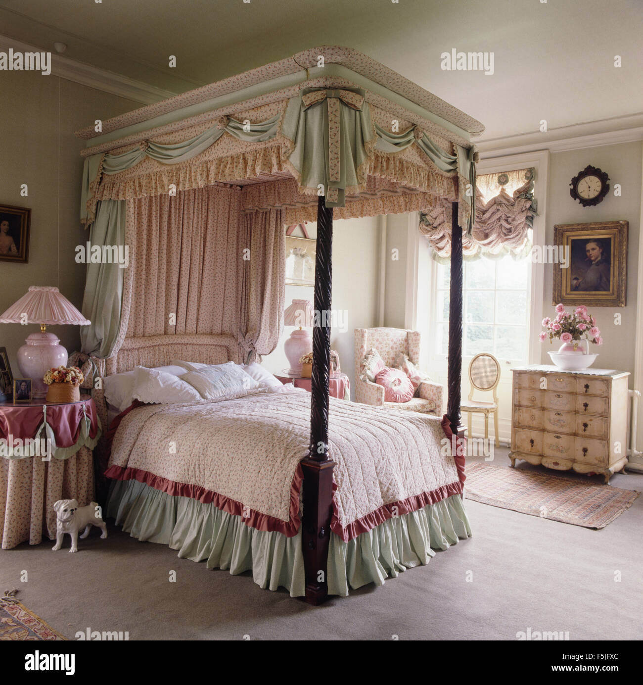 Pale Green And Pink Drapes On A Four Poster Bed With Pale Green Valance In  An