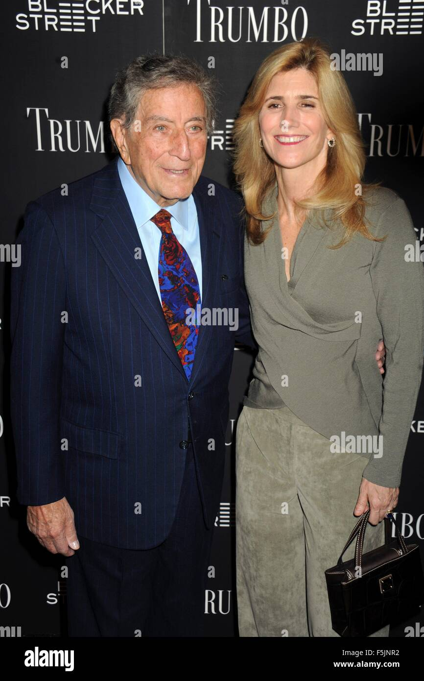 New York City. 3rd Nov, 2015. Tony Bennett (L) and Susan Crow attend the 'Trumbo' New York premiere at MoMA - Stock Image