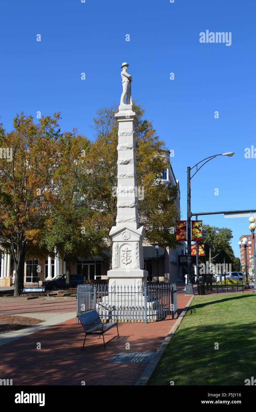 A Confederate Civil War Memorial in front of the Anderson County Courthouse in Anderson, South Carolina. - Stock Image
