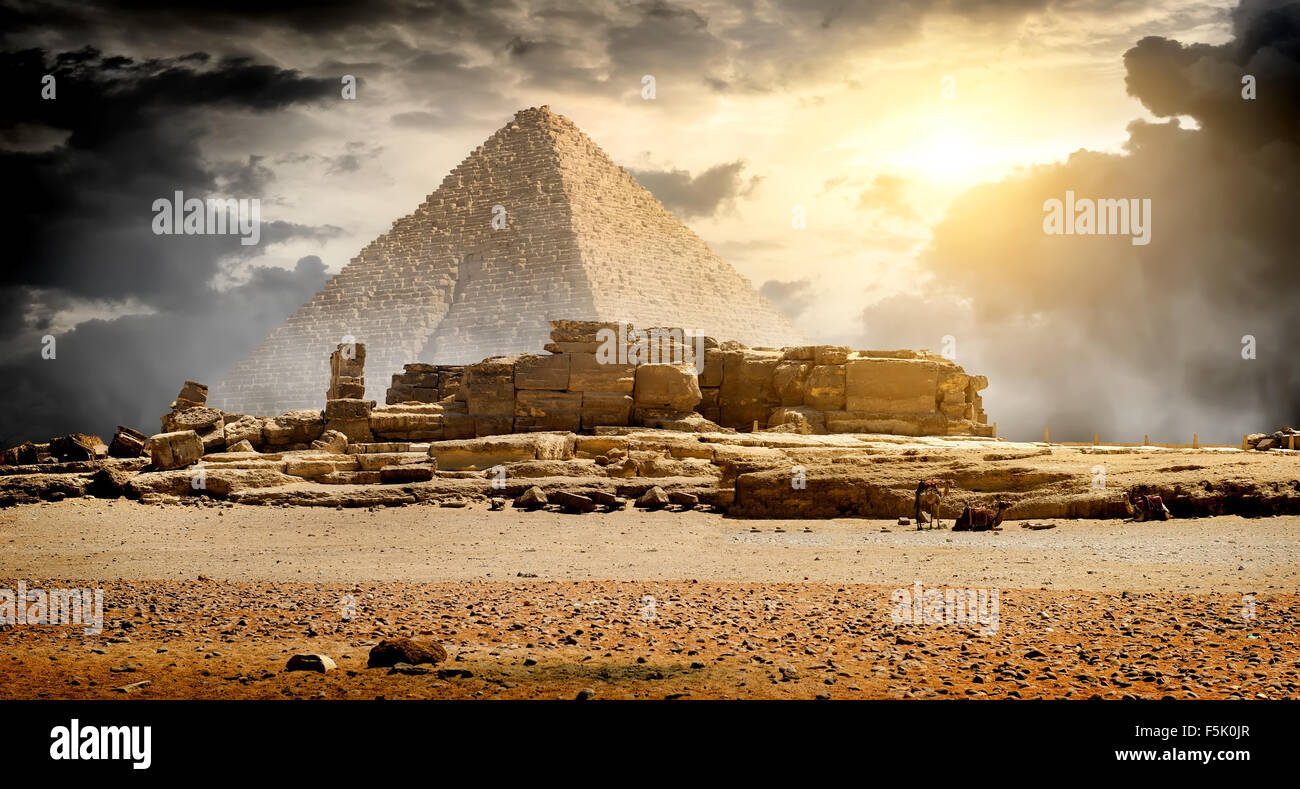 Storm clouds over pyramid of Cheops in Giza - Stock Image
