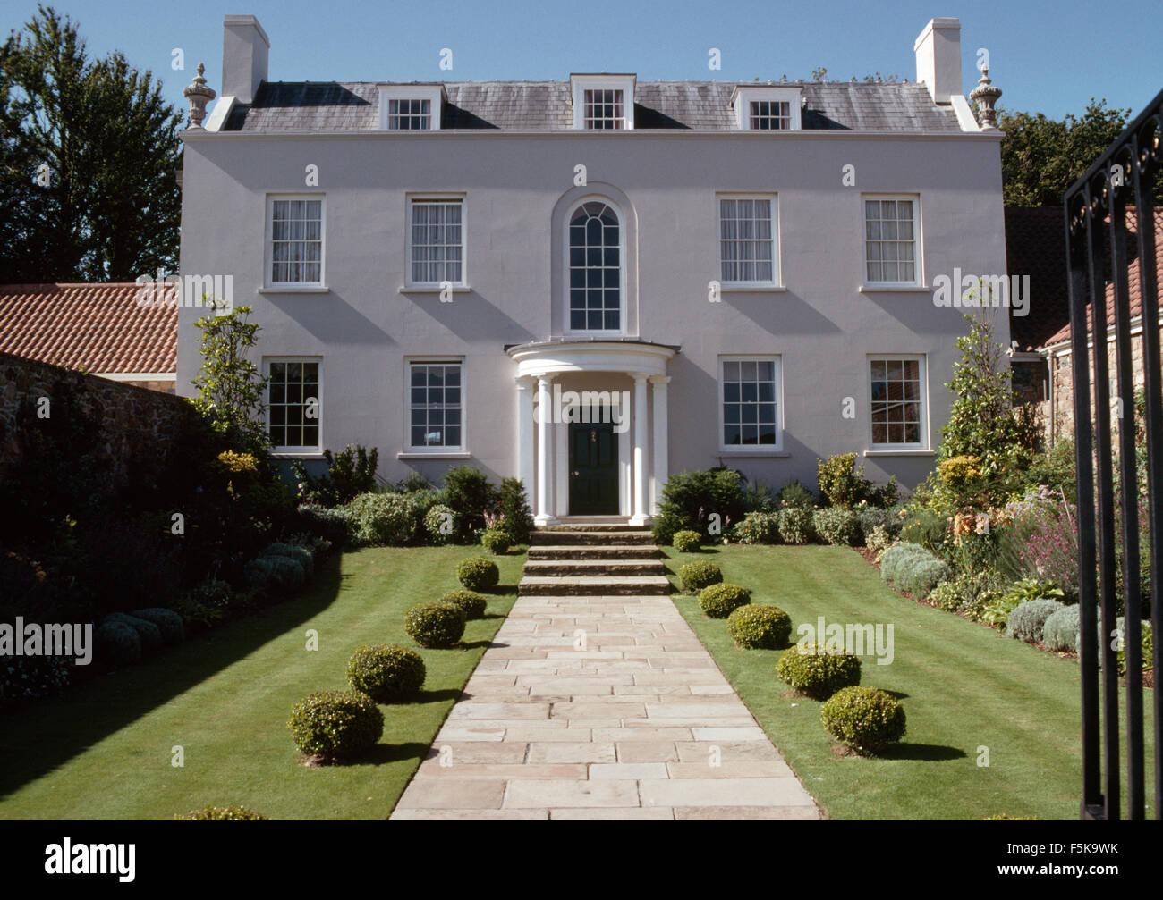 Wondrous Exterior Of A Georgian Country House With Clipped Box Balls Download Free Architecture Designs Scobabritishbridgeorg