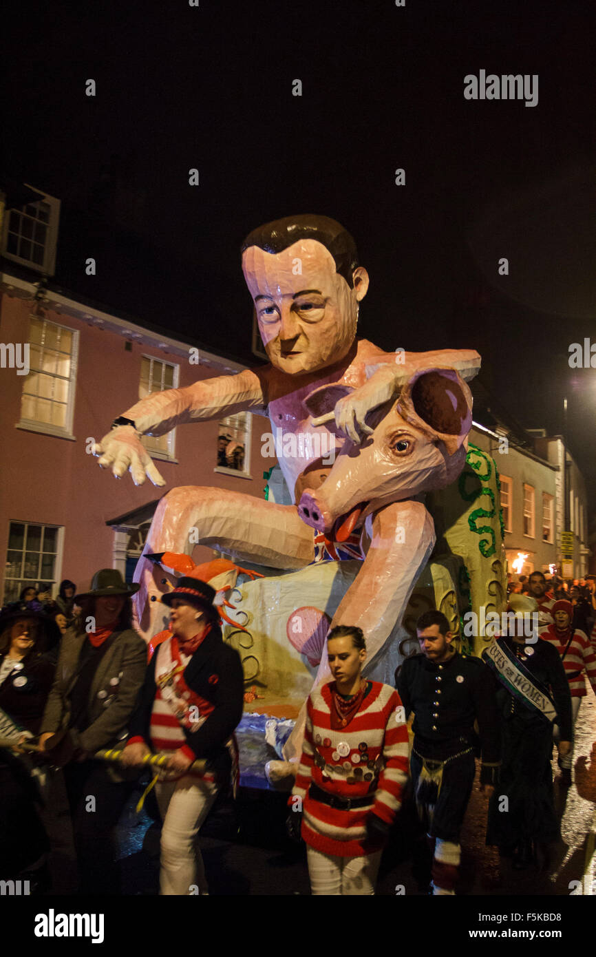Lewes East Sussex. UK.  5th November, 2015. A tableau of David Cameron and a pig is paraded through the streets - Stock Image