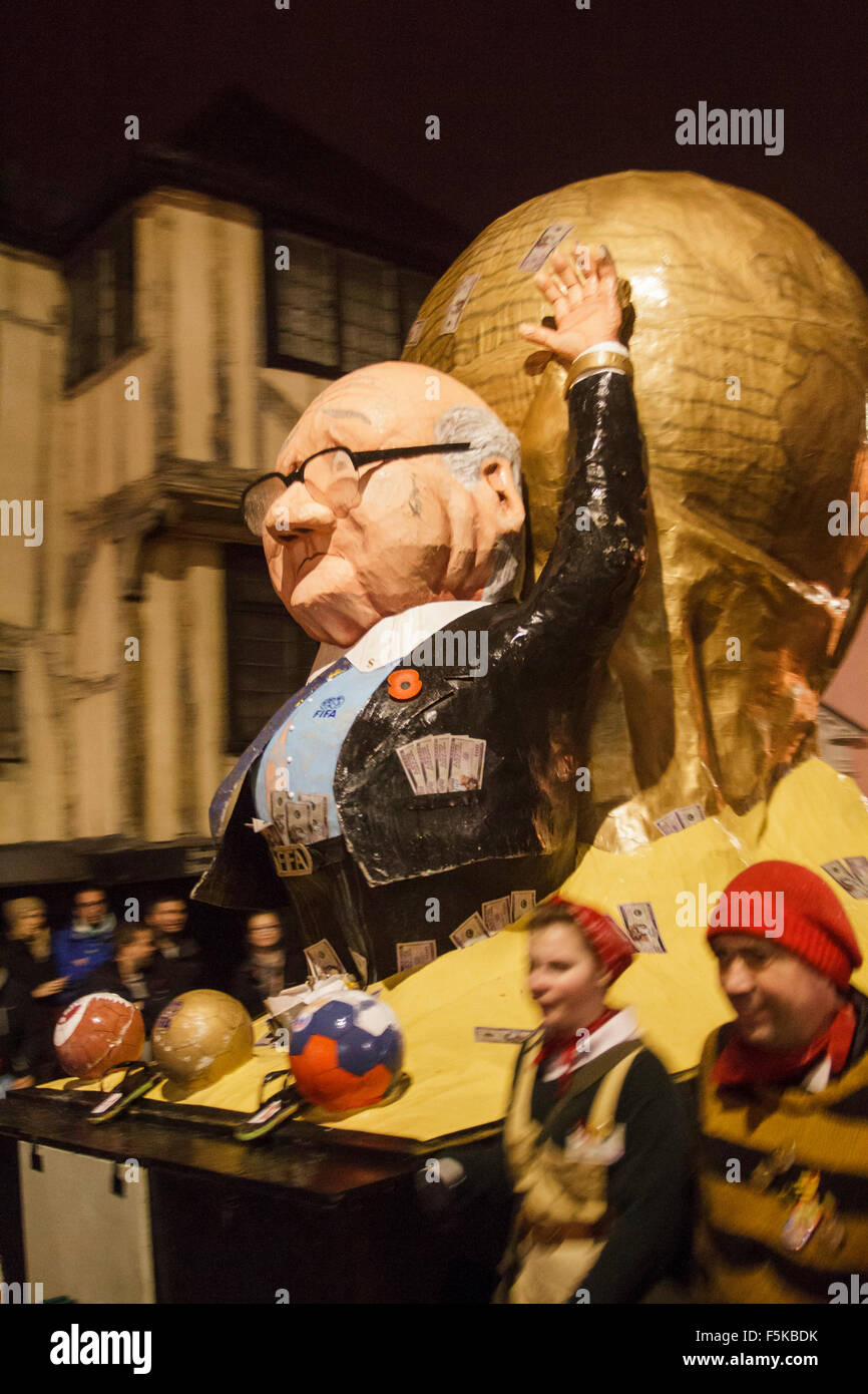 Lewes East Sussex. UK.  5th November, 2015. A tableau of Sepp Blatter is paraded through the streets of Lewes on - Stock Image