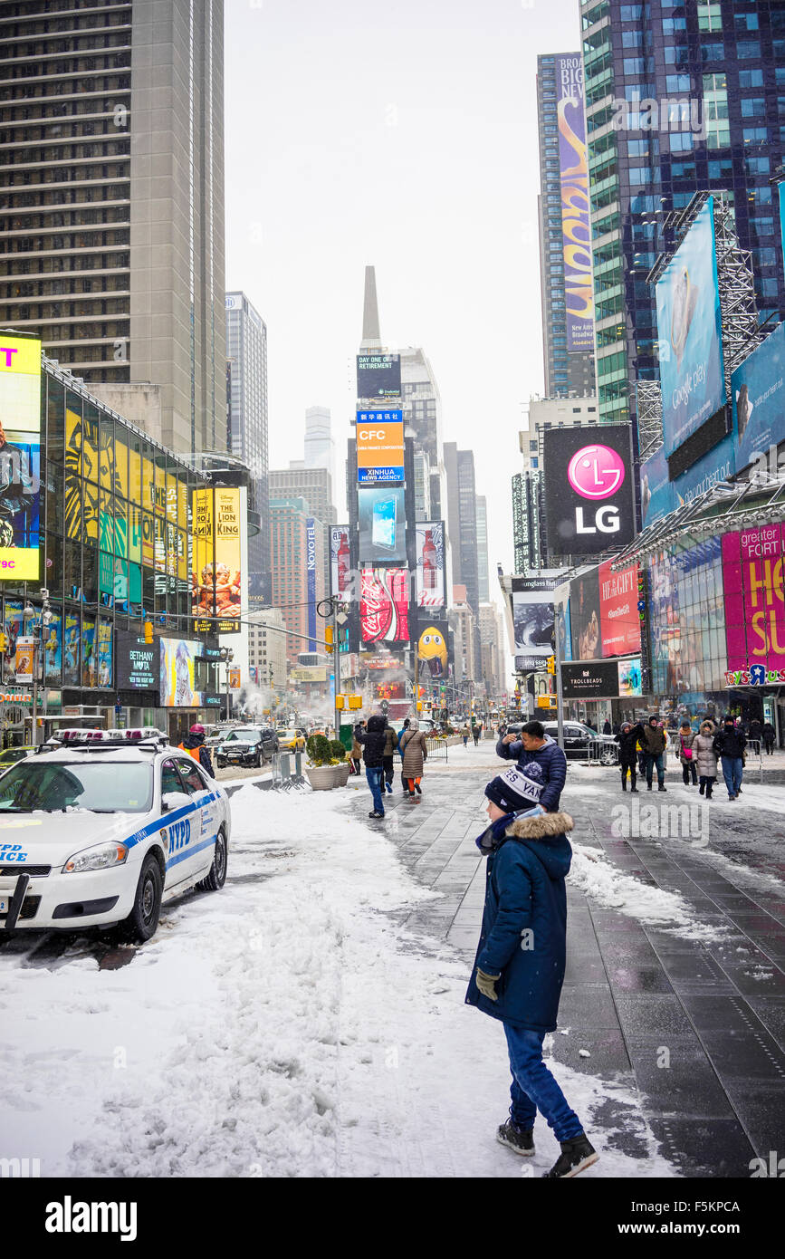 USA, New York, Manhattan, Times Square, Boy (12-13) on town square - Stock Image
