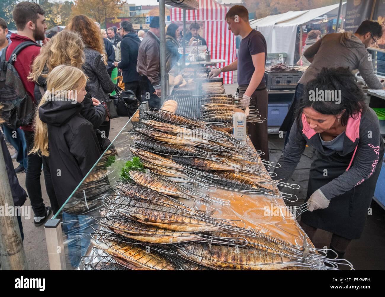Fresh cooked fish food stall, Mauerpark Sunday fleamarket, Prenzlauer Berg, Berlin, Germany - Stock Image