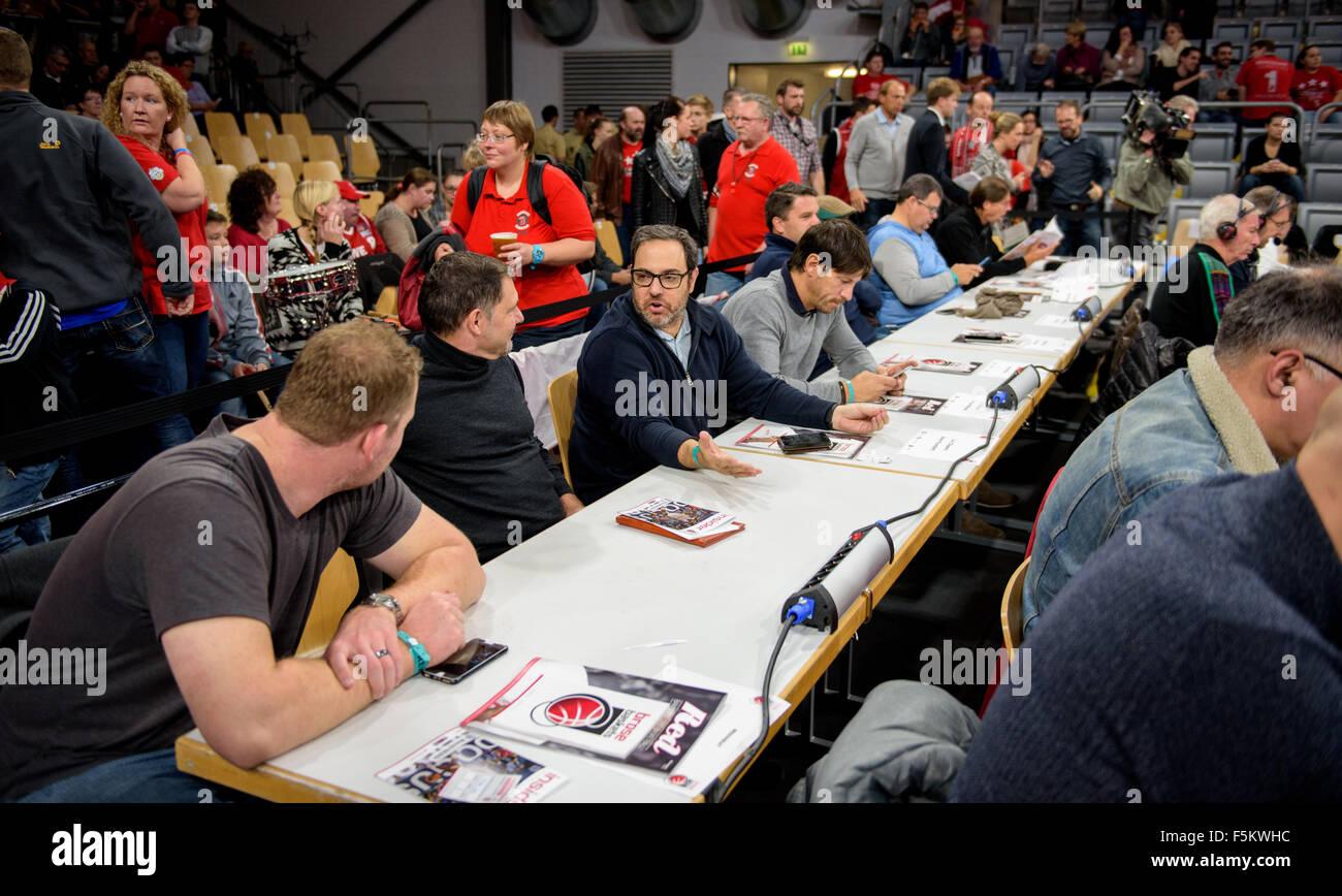 Bamberg, Germany. 5th Nov, 2015. NBA Talent Scouts of US basketball teams Miami Heat, Philadelphia 76ers, Detroit Stock Photo