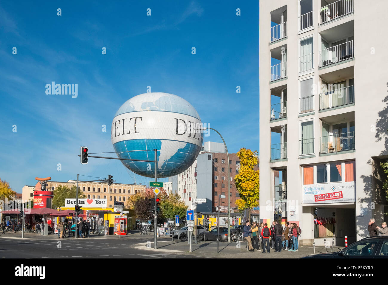 The Air Service Berlin Hi Flyer helium balloon, taking tourists up to 150 metres high for views over Germany's - Stock Image