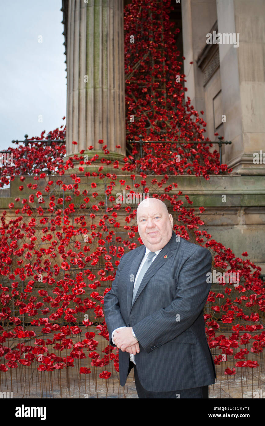 Liverpool, Merseyside, UK. 6th November, 2015. Liverpool Mayor Joe Anderson at The 'Weeping Window' poppy - Stock Image