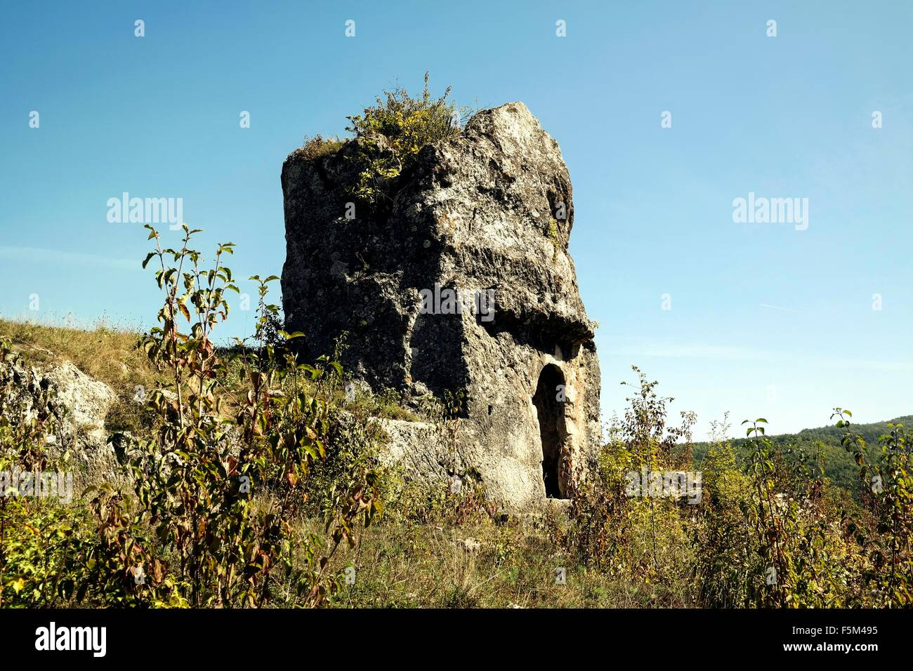 The rock grave on the archaeological site of Rataje near Miljevine. - Stock Image