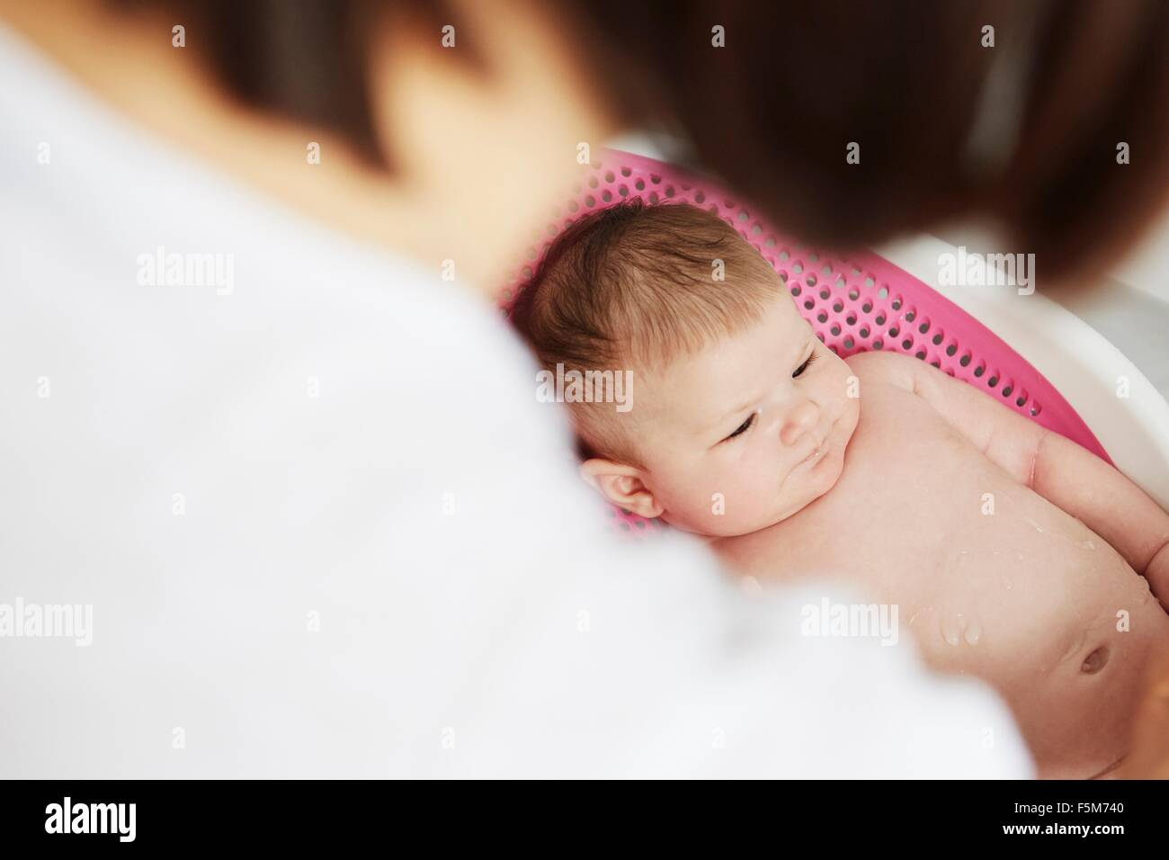 Baby lying in bouncer - Stock Image