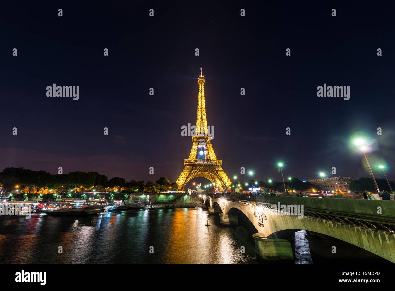 Illuminated Eiffel Tower at night, River Seine, tour Eiffel, Paris, Ile-de-France, France - Stock Image