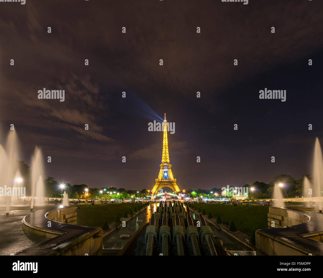 Illuminated Eiffel Tower at night, water fountains at Trocadero, tour Eiffel, Paris, Ile-de-France, France Stock Photo