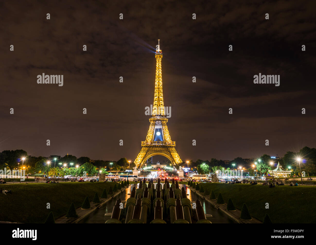 Illuminated Eiffel Tower at night, Trocadero, tour Eiffel, Paris, Ile-de-France, France - Stock Image