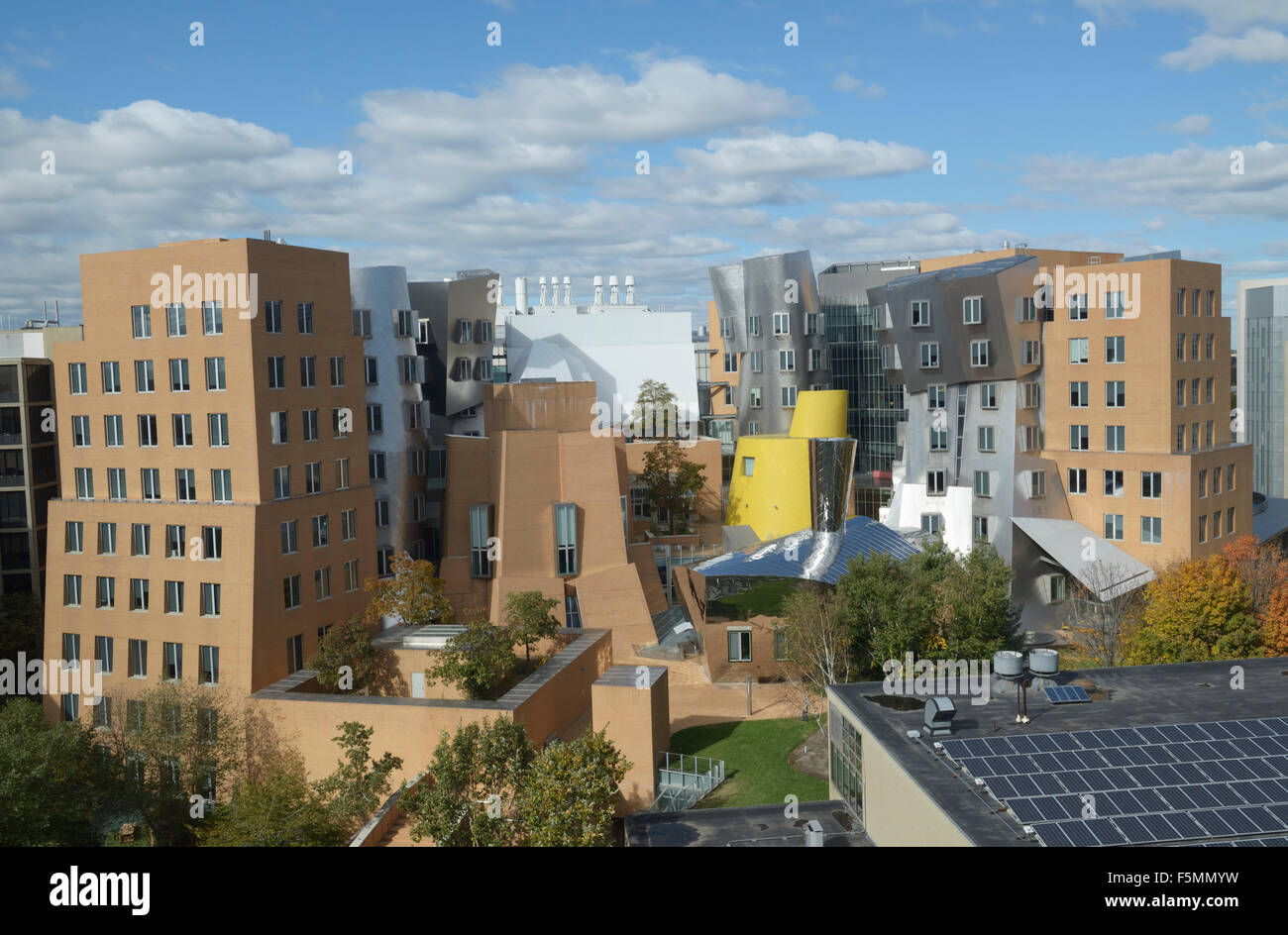 Ray and Maria Stata Center building, on campus of MIT.  Designed by Frank Gehry. Deconstructivist architecture - Stock Image