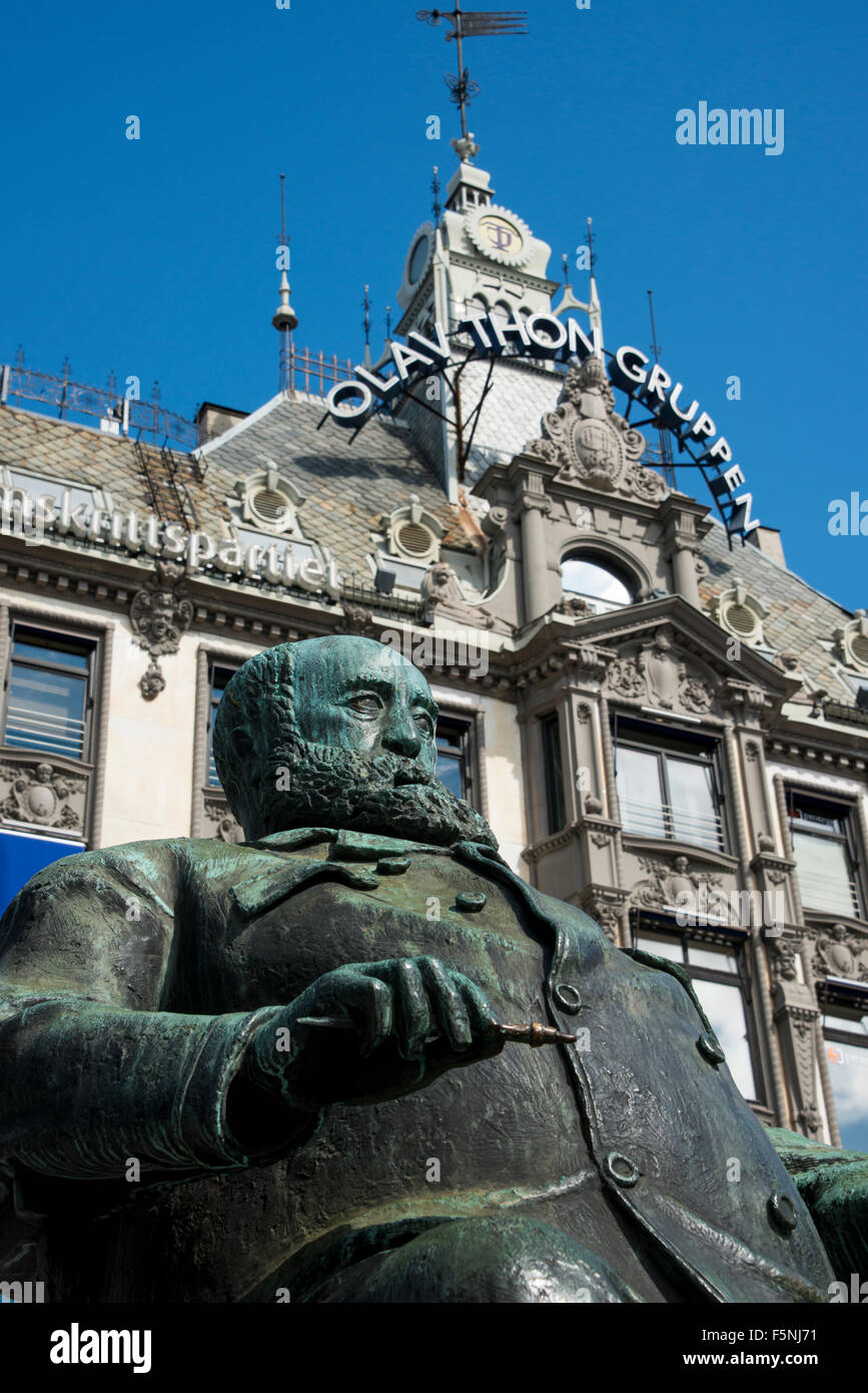 Norway, Oslo. Karl Johans Gate, downtown Pedestrian Street. Statue of Christian Krohg. - Stock Image