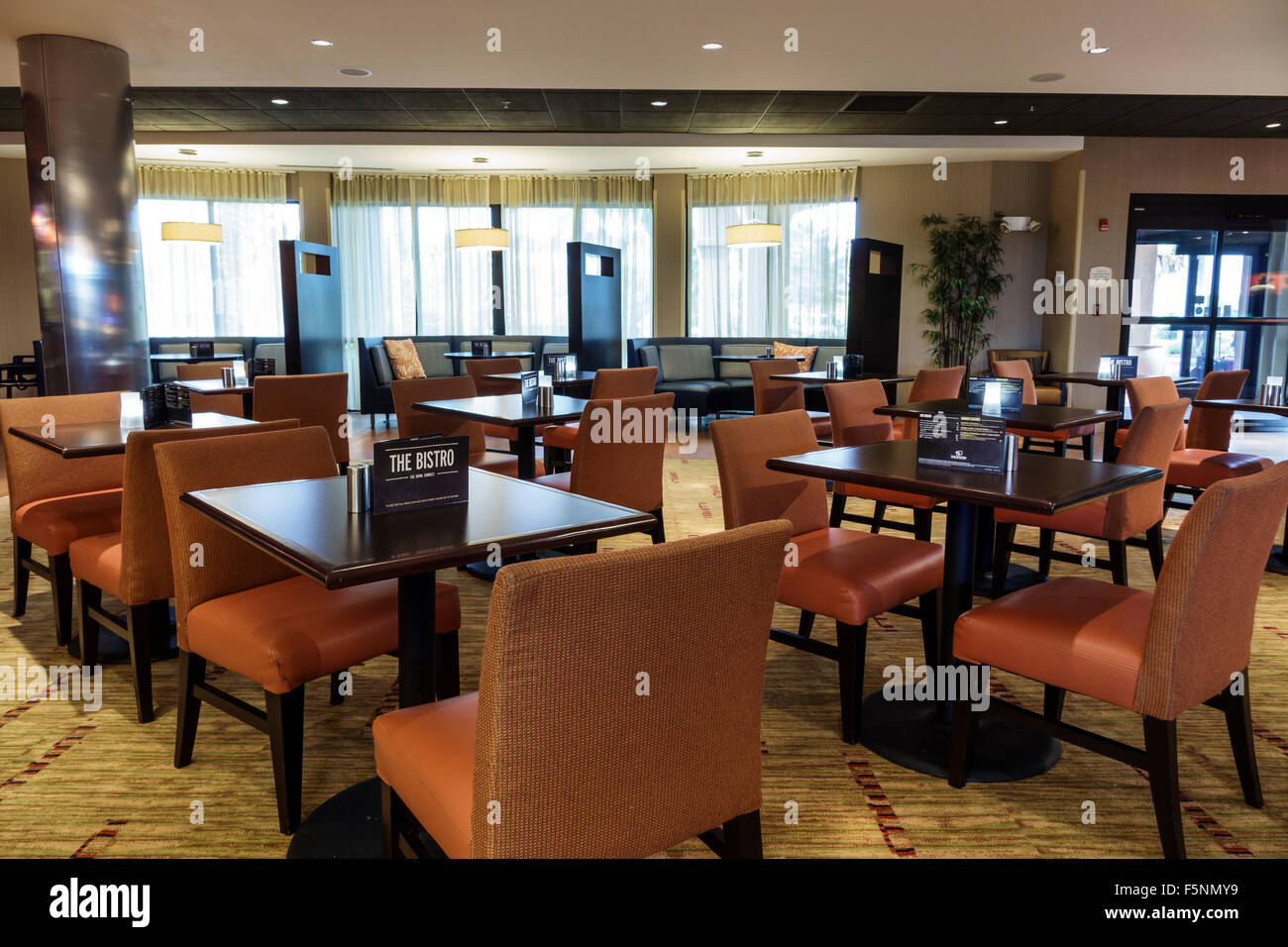 Stuart Florida Courtyard by Marriott hotel motel inside lobby breakfast dining room tables chairs restaurant The - Stock Image