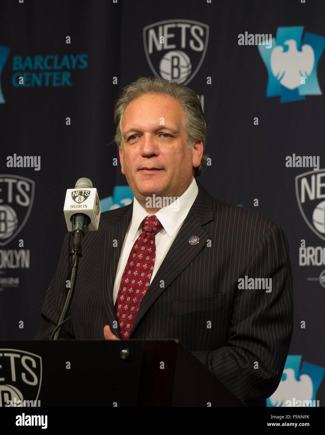 New York, NY, USA. 6th Nov, 2015. Nassau County Executive ED MANGANO speaks as the Brooklyn Nets announce they will - Stock Image