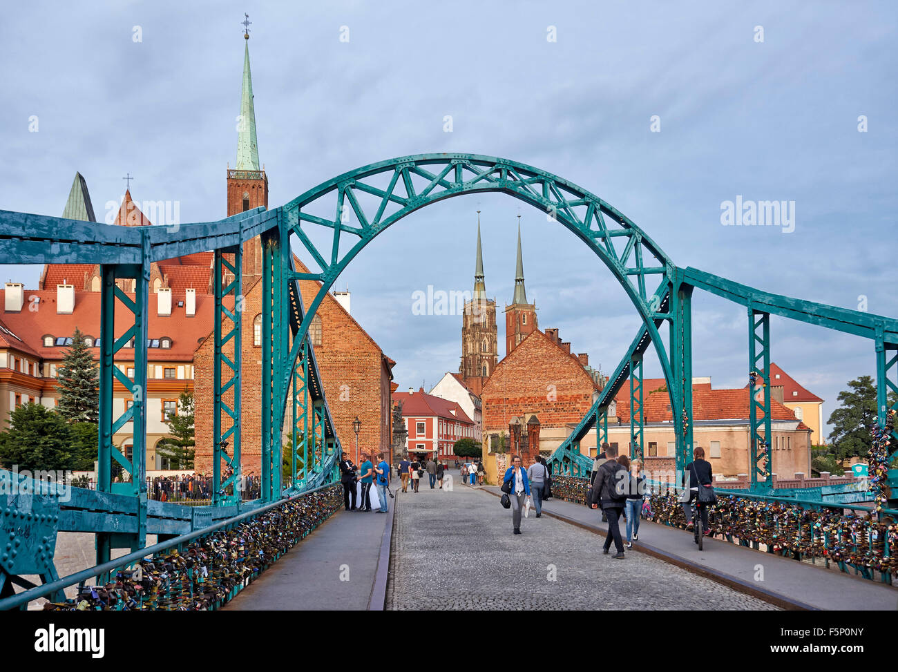 Tumski Bridge, connecting old town and Sand Island of  Wroclaw with Cathedral Island or Ostrow Tumski , Poland, - Stock Image